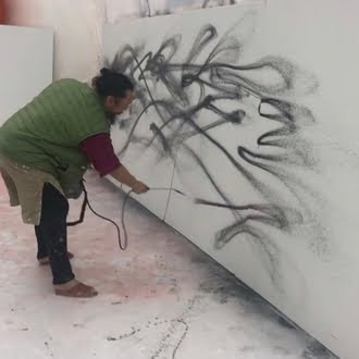 Artist in action...