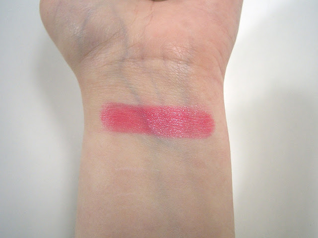 Chanel Rendez-Vous 87 Rouge Coco Shine Swatch in indoor lighting