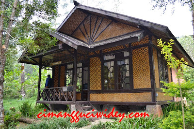 Petugas Booking Cottage di Cimanggu Ciwidey