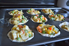 Mini Chicken Pot Pies #recipe.  Chicken Pot Pie Recipe.  Chicken Pot Pie Cupcakes.  Toddler Friendly Recipes