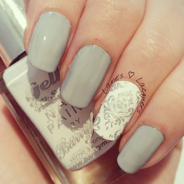 diy-inspired-grey-white-silver-floral-nail-art (3)