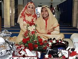Gambar Johan Raja Lawak dan Ozlynwati Isterinya Semasa Majlis Pernikahan