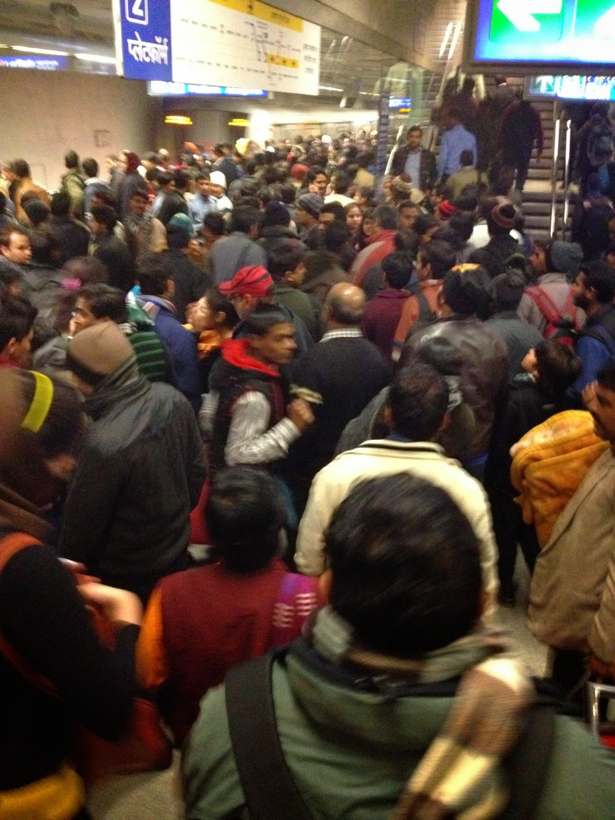 Suasana di peron Delhi Metro
