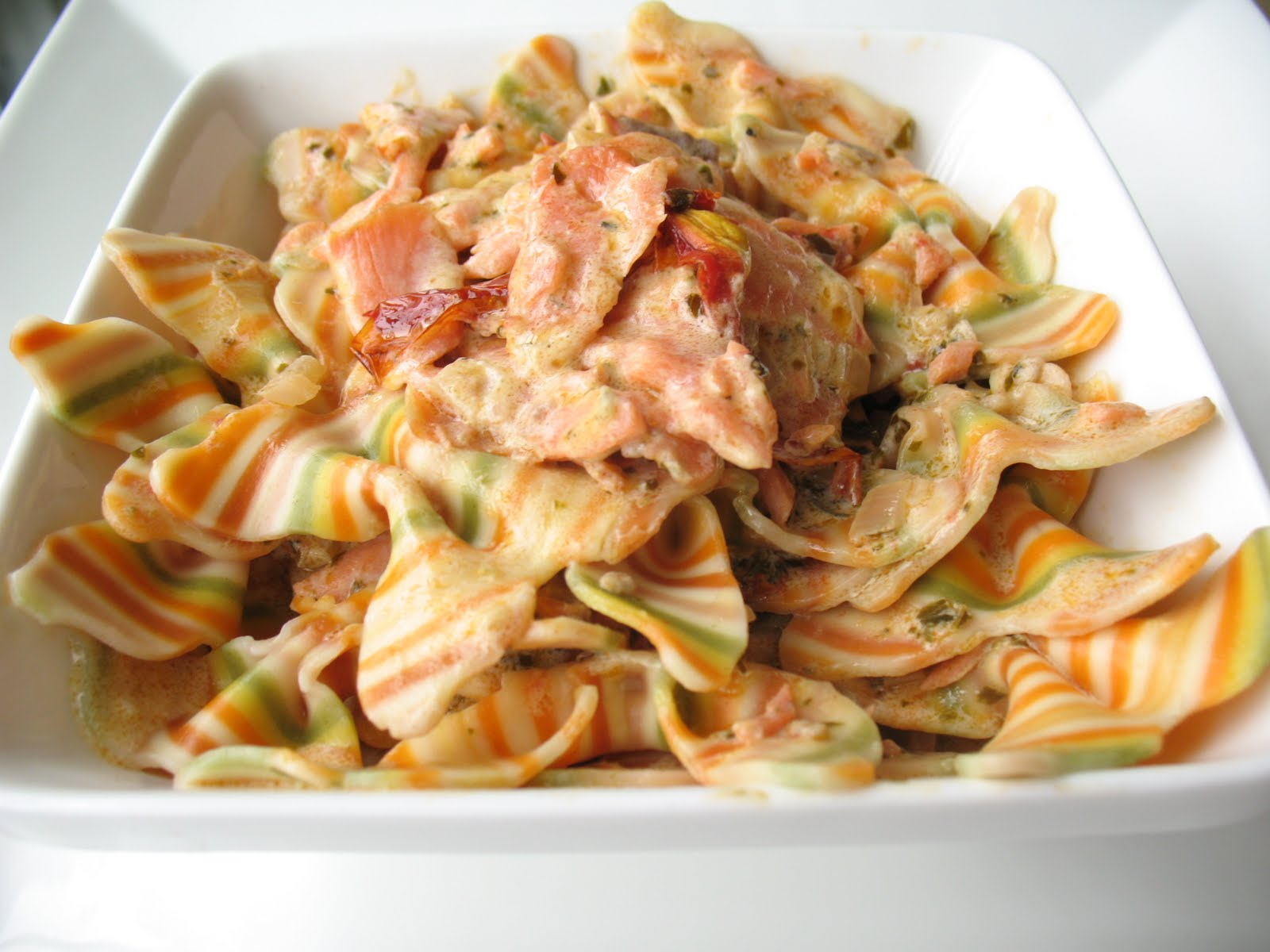 Creamy Smoked Salmon Pasta باستا دسمة بالسلمون ...