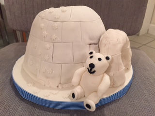 igloo cake with polar bear
