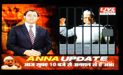 Live India showing Anna's arrest