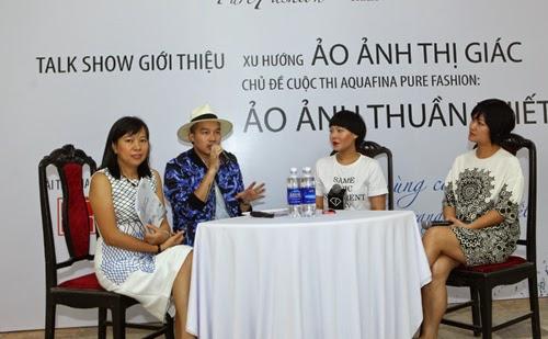 Đại diện nhãn hàng Aquafina, đại diện F Fashion cùng nhà thiết kế Devon Nguyễn cùng nhau trao đổi về xu hướng ảo ảnh thị giác.
