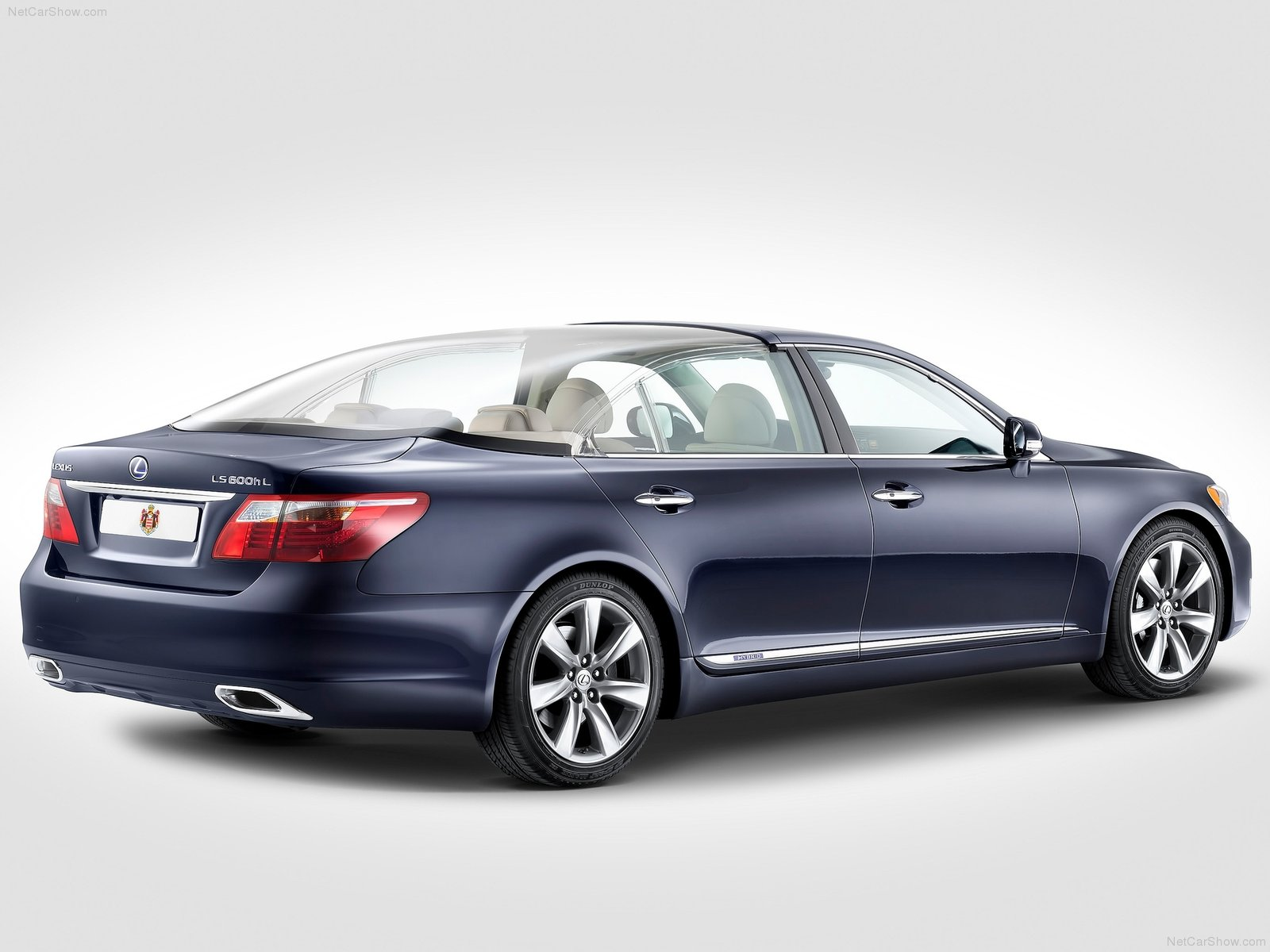 Car 4 Driversشرکت لکسوس برای اینکه ایمنی یک اتومبیل با سقف شیشه ای را در حد مدل استاندارد نگه دارد از کمک یک شرکت فرانسوی تولید لوازم هوا فضا استفاده کرده.