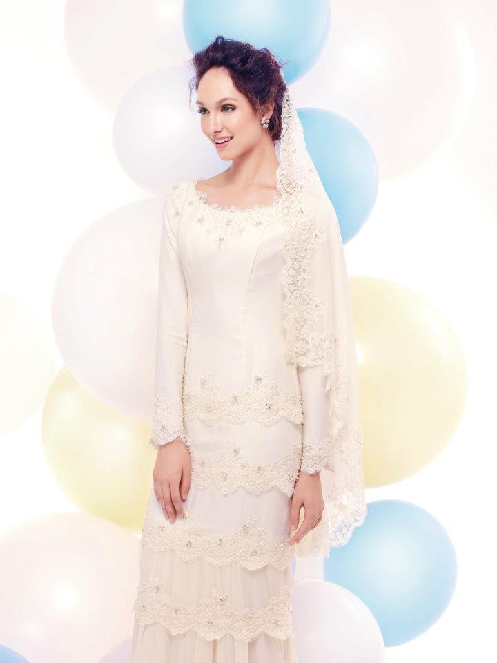 Ini dari collection Airy Tale, Innai Red design baju nikah 2013.