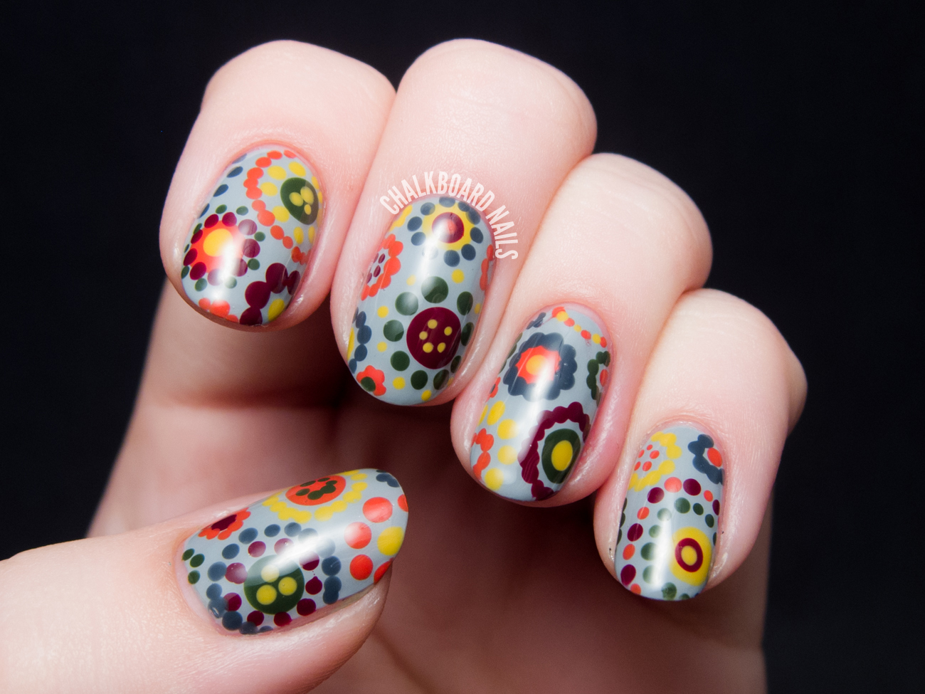 70's dotted floral nail art by @chalkboardnails
