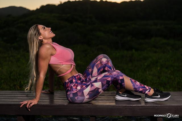 Modelo e musa fitness Priscila Soares mostra belas curvas em um ensaio Fitness