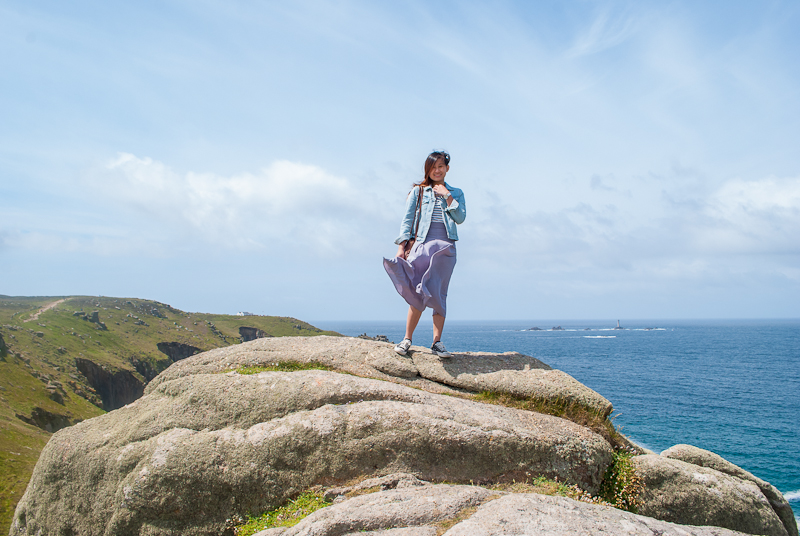 Outfit, fashion and travel post at land's end, west cornwall, uk