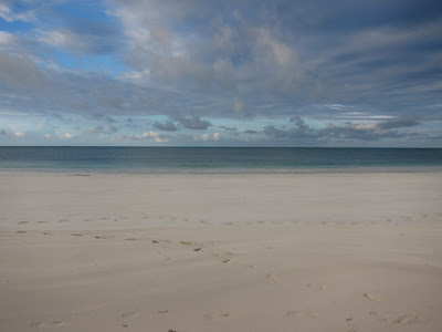 As we sadly left Ilha de Mosambique the rain started to tumble down. Perhaps it was a sign to try and get us to stay another day, but we were beach bound, and despite the rain were keen to get on the road and head back to the mainland to see Chocas Mar...