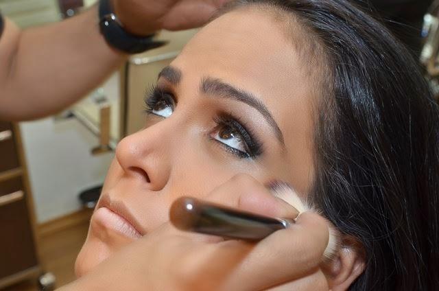 Miss Bumbum fotografa para revista Maquiagem e Penteados