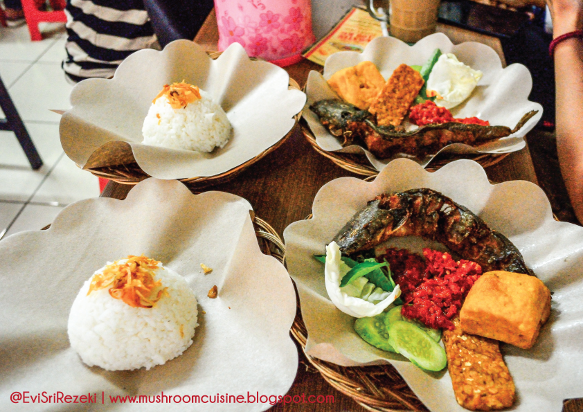 Nasi uduk, sajian lele dan tiga jenis sambal