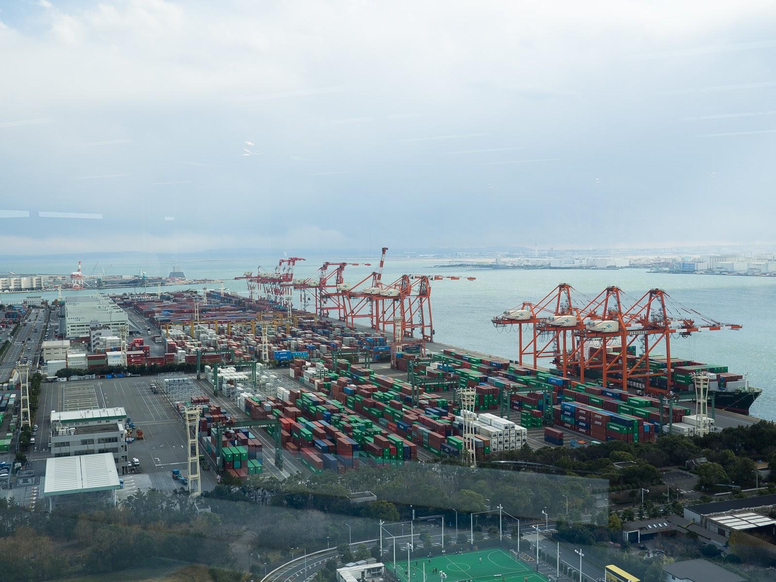東京みなと館から青海ふ頭コンテナターミナル