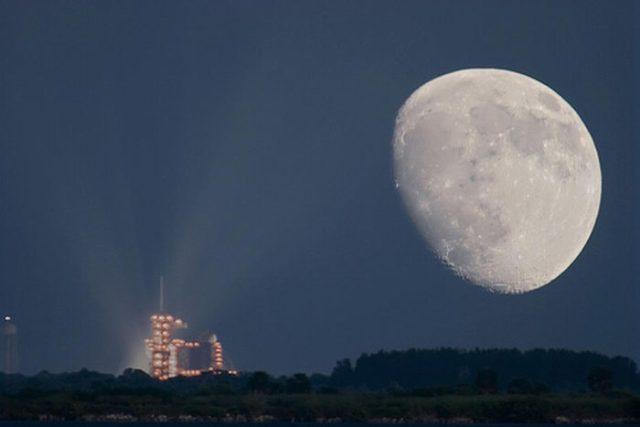 القمر ... كما لم ترآه من قبل .. رااائع  Stunning-photos-of-moon-10