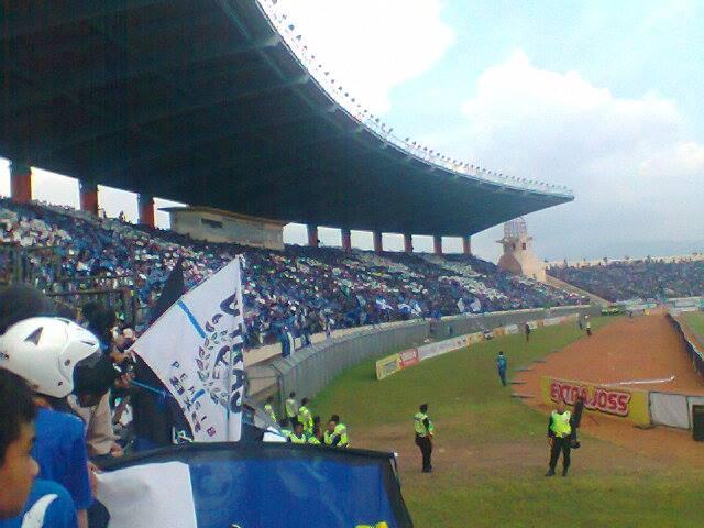 ... Sepak Bola Indonesia: Persib Bandung vs Persepam Madura 19/05/2013