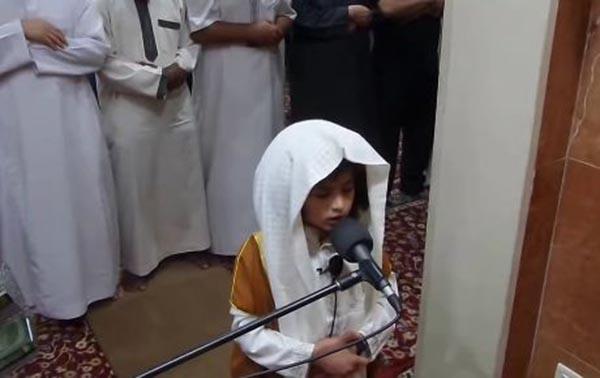 بالفيديو : طفل يؤم المصلين في صلاة التراويح بالأردن,  طفل يؤم المصلين, صلاة التراويح,