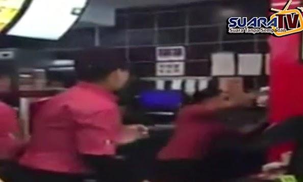 Pergaduhan Flying Kick Pekerja KFC Menjadi Viral Di Media Sosial Video Inside