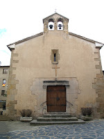 La façana de ponent, d'estil renaixentista, de la capella de Santa Llúcia de Taradell