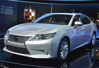 2013_Lexus_ES_350_and_300h