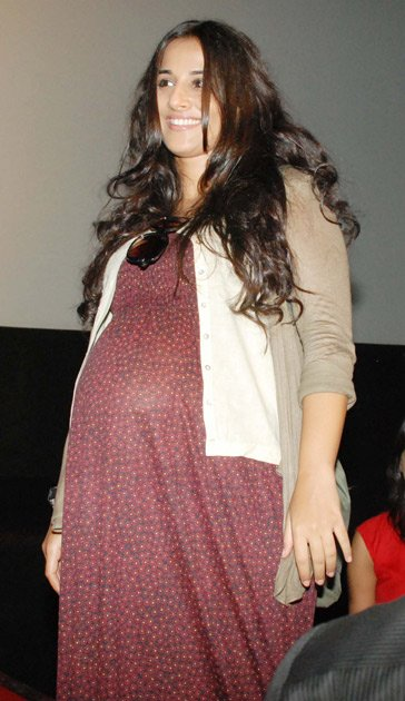 hollywood amp bollywood pregnant vidya looks for missing