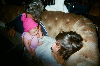 Direction on Que Tiernas Estas Fotos De Harry Junto A Baby Lux