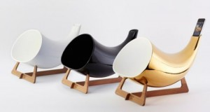 Best-Cool-Gadget-Stuff-Megaphone-Horn-Speaker-For-The-iPhone