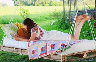 http://www.manualidadeson.com/cama-columpio-una-genial-idea-para-descansar-la-sombra-del-arbol.html