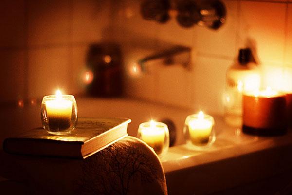 Camera Da Letto Romantica Con Candele : Decorare con le candele a natale e tutto l anno architettura