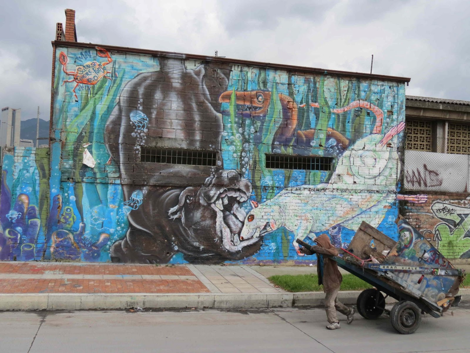 Mike 39 s bogota blog leapin 39 for street art for Arte colectivo mural