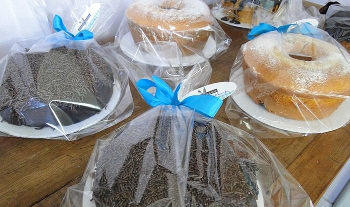 Fazemos Mini Bolo caseiro com cobertura de Chocolate  3,00 e 4,00  unid  côco e brigadeiro!