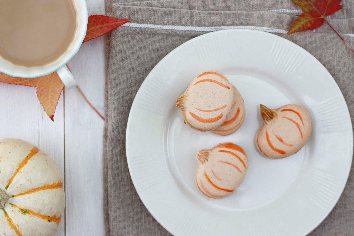 Yummy Mummy Kitchen: Pumpkin French Macarons
