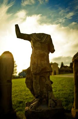 eine römische Figur im Kastell Welzehim