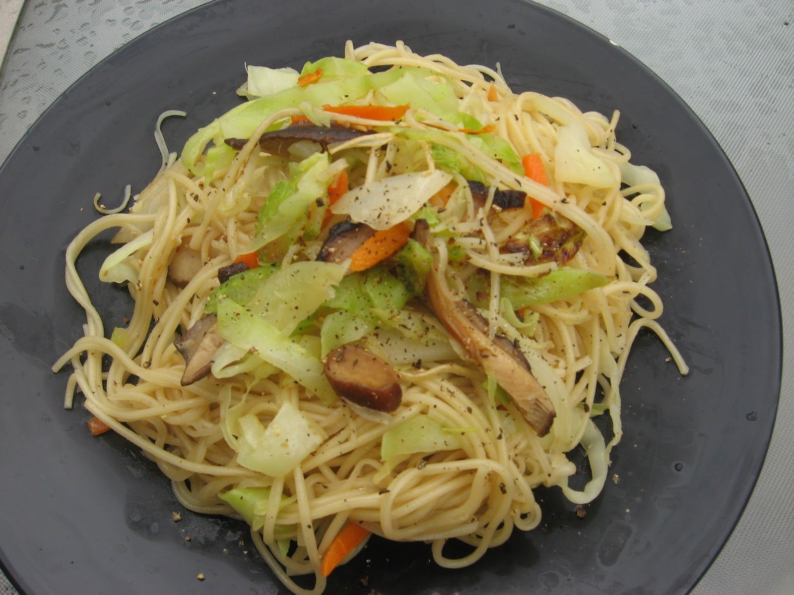 Modern Thai Food: Thai- Chinese noodle Stir fried : pad mee-suar