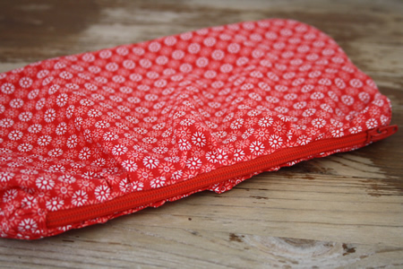 Easy rippled zipper pouch tutorial