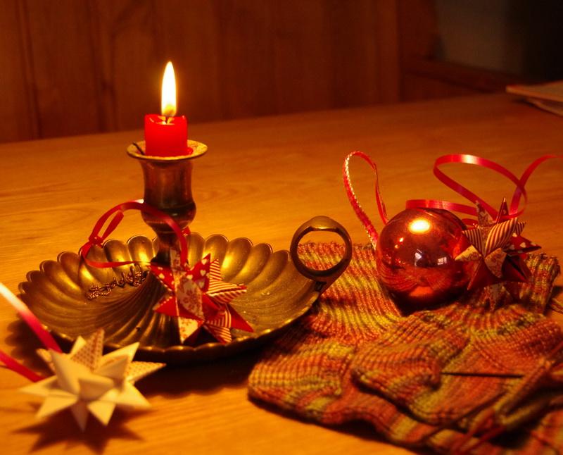 margits strickwelt sterne zu weihnachten. Black Bedroom Furniture Sets. Home Design Ideas