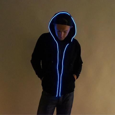こりゃ凄い!光るファッションの時代がくるかも?