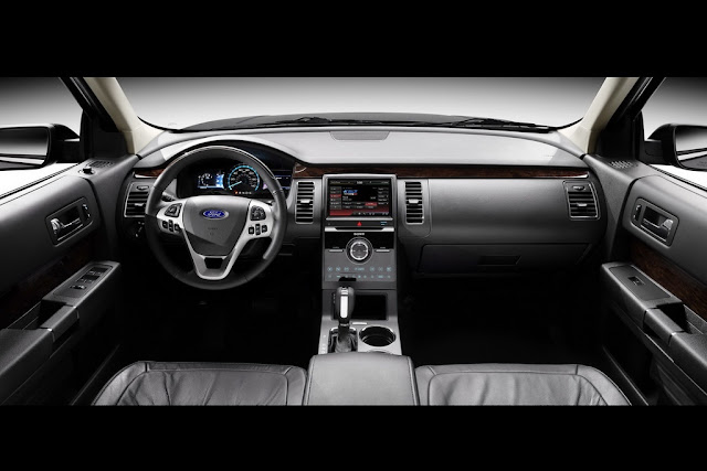 Interior of the 2013 Ford Flex.
