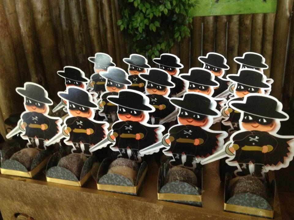 La?os & Caprichos: Festa do Zorro!!!