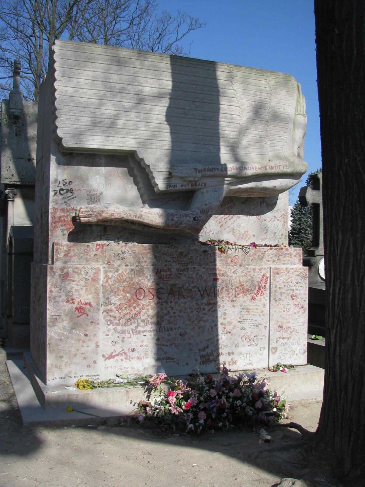 Пер Лашез, памятник Оскару Уайльду