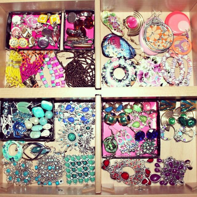 Instagram @lelazivanovic. Jewelry organizing tips. How to organize jewelry.