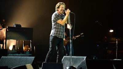 "PEARL JAM ""I Want You So Hard (Boys Bad News)"" (Eagles Of Death Metal cover)"