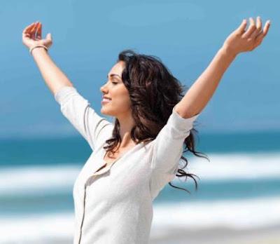المرأة أكثر حرصاً على جمالها وصحتها من الرجال - امرأة فتاة سعيدة - happy healthy woman girl