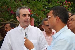 Luis Abinader dice busca palpar realidad Social y hablar con la gente; recorre San Luis y San Isidro