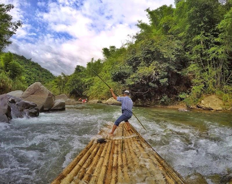 Bambo rafting di Loksado. Sumber: http://marischkaprudence.blogspot.co.id/2015/04/drifting-with-bamboo-loksado-bamboo.html