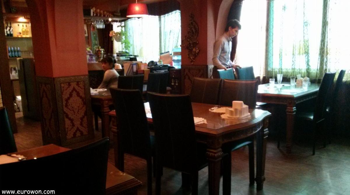 Interior del restaurante ruso Gostiniy Dvor de Dongdaemun en Seúl