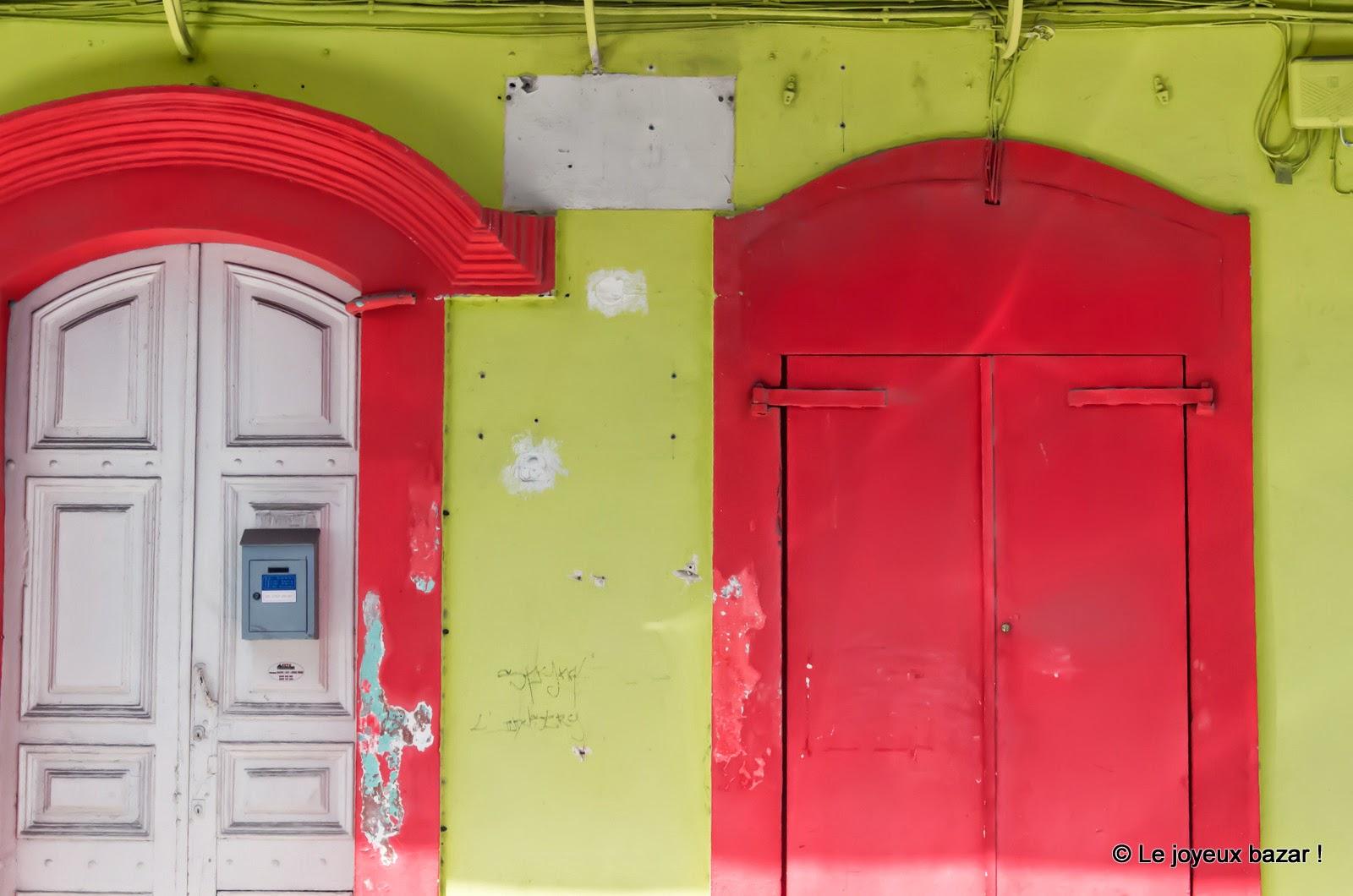 Guadeloupe - Pointe à Pitre  - façade verte et rouge