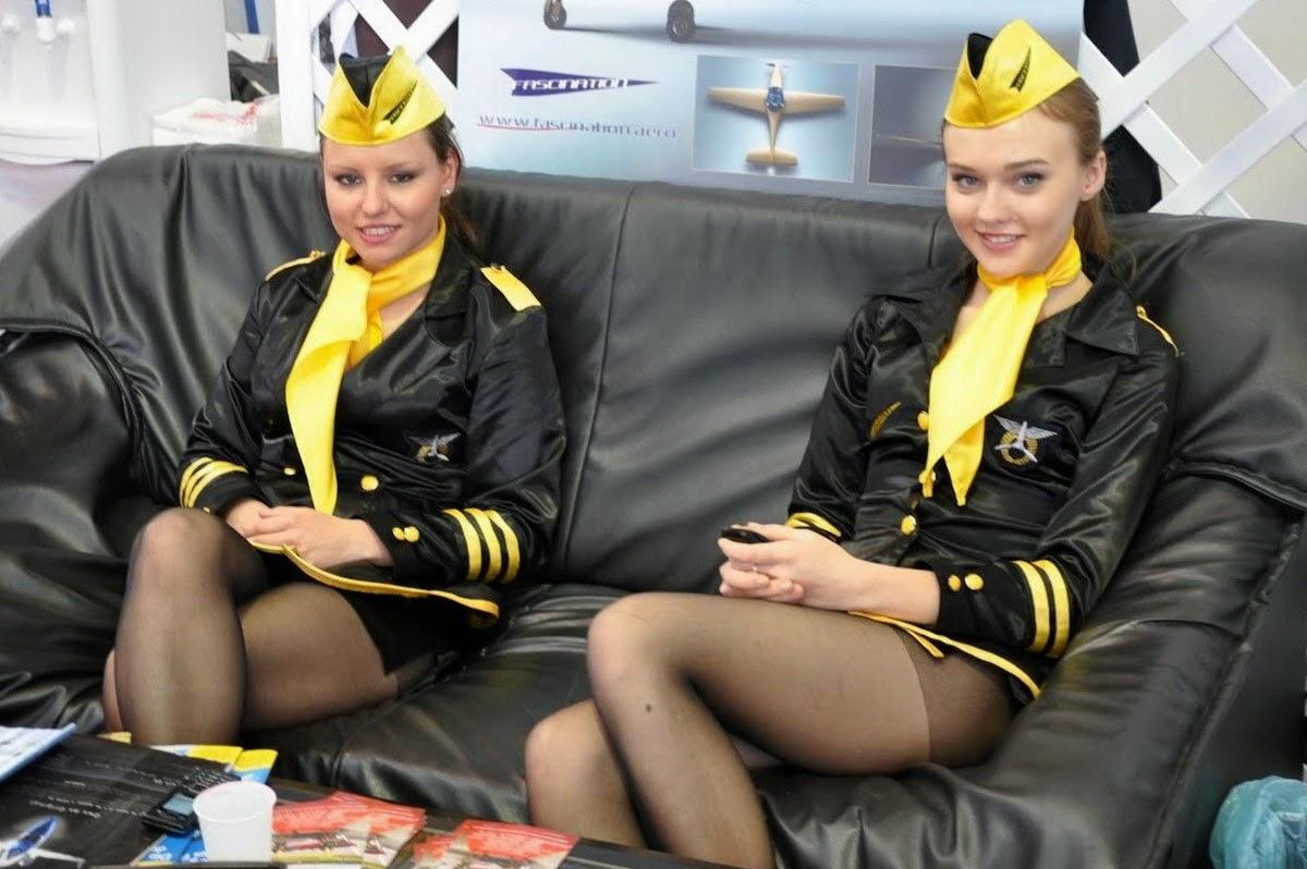 Стюардесса в колготках фотографии, Голые стюардессы на фото и обнаженные девушки » 2 фотография